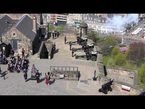 Queen Elizabeth's Birthday - 21 Gun Salute (short), 22-04-19 Edinburgh Castle [4K/UHD]