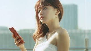 山本舞香、超ミニボトムで美脚見せ! 小関裕太と幼なじみに 「銀座カラー」新CMが公開