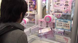 ПОПУЛЯРНОЕ ЯПОНСКОЕ РАЗВЛЕЧЕНИЕ вытащить игрушку из автомата / Play games in Akihabara Tokyo Japan(, 2015-09-11T17:42:23.000Z)