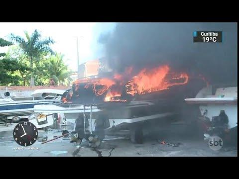 Incêndio destrói pelo menos 15 lanchas de estaleiro em Salvador | SBT Brasil (22/03/18)