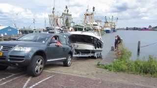 Grote boot en grote auto Stellendam (Canon IXUS 240 HS)