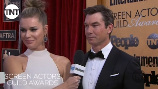 Rebecca Romijn & Jerry O'Connell: Red Carpet Interview | 23rd Annual SAG Awards | TNT