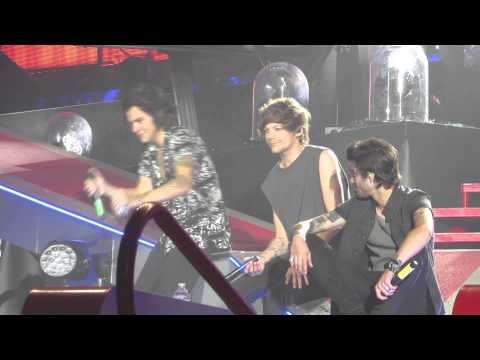 One Direction - Blame It On The Boogie clip - Detroit