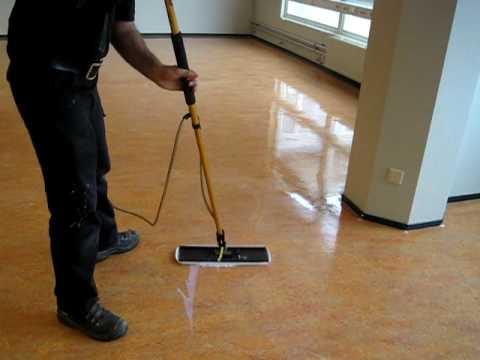 Linoleum Vloer Onderhoud : Linoleum onderhoud bnp schoonmaakbedrijf youtube