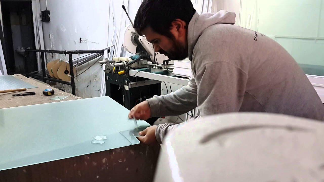 Corte vidrio rejilla gas youtube for Como reparar un cristal agrietado