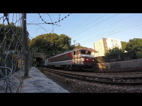 Trains sous un ciel ensoleillé à Rouen