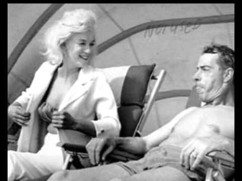 Marilyn Monroe And Joe Dimaggio On Miami Beach 1961