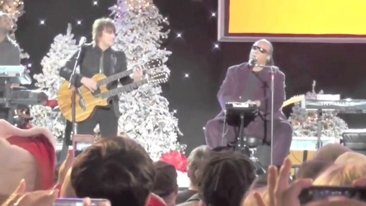 Richie Sambora & Stevie Wonder — Silent Night (Live at the Hollywood Christmas Parade)