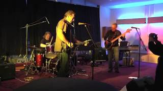 Steve Tulloch - Look Over Yonder Wall (live)