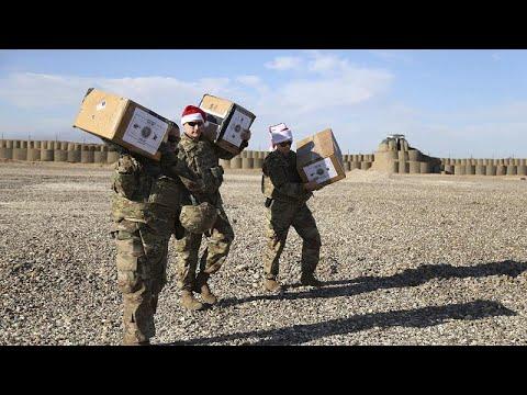 Suriye'deki Amerikan askerlerine helikopterli 'Noel Babalar' hediyelerini verdi