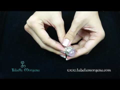anillo-de-plata-con-motivo-flores-y-cuarzo-rosa-central