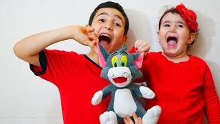 Celina and Hasouna with Tom cat- سيلينا وحسونة مع القط توم