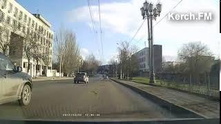 В Керчи пенсионеры продолжают кидаться под колеса