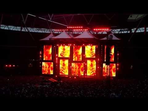 Ed Sheeran singing I see fire at his wembley stadium gig