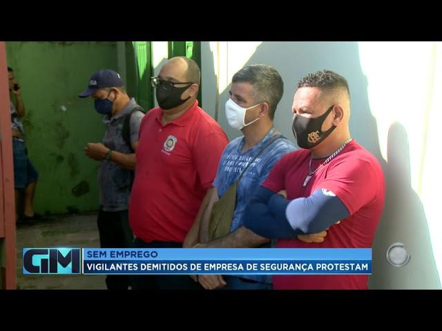 Sem emprego, vigilantes demitidos de empresa de segurança protestam