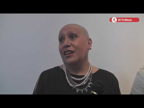 Belleza Solidaria. Entrega de la primera peluca para pacientes oncológicos