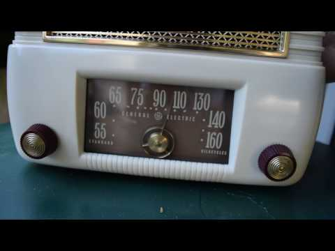 General Electric 201 Plaskon Plastic Radio Clean & Working