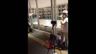 川崎駅東口での路上ライブの模様、ラストです。