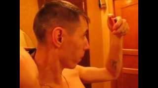 Как подстричься самому(Хотите бесплатно и быстро подстригаться? Хотите это делать не выходя из дома? Тогда учитесь! 5 минут и готово..., 2014-02-01T18:38:12.000Z)