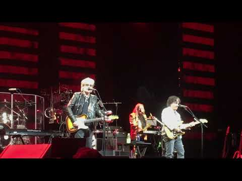 maneater---daryl-hall-and-john-oates-live-in-atlantic-city-august-30,-2019