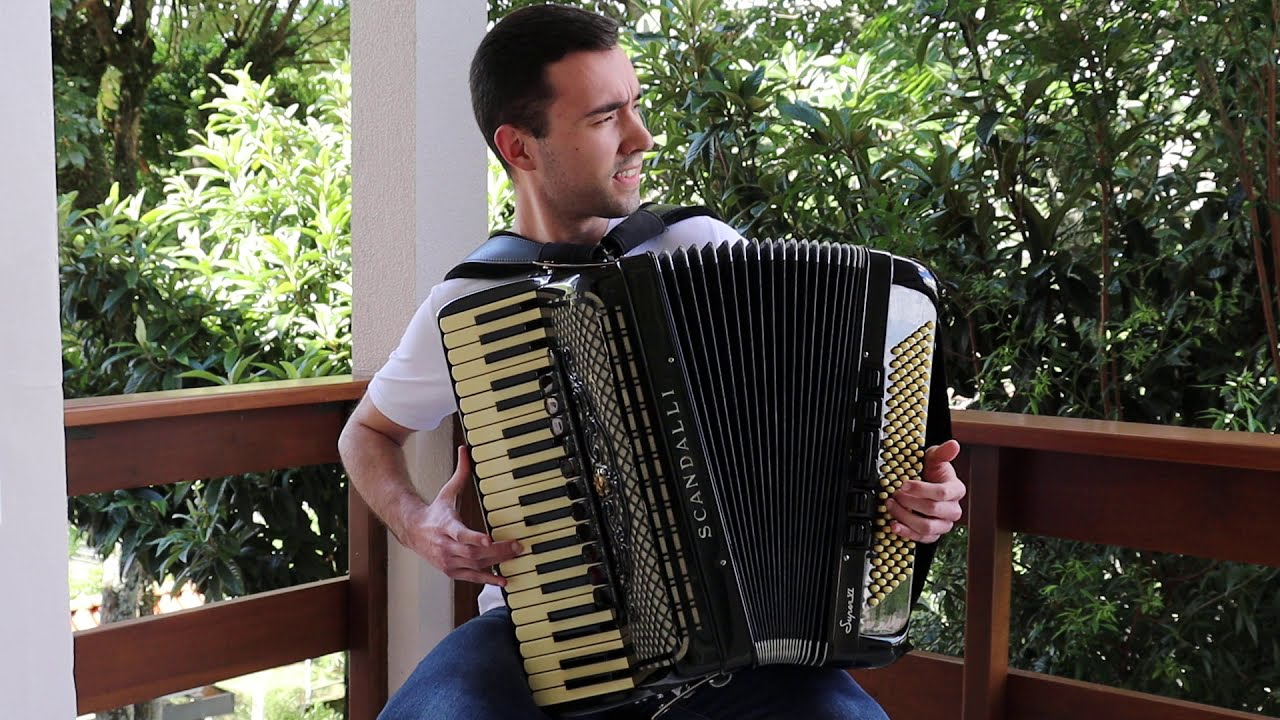 Felipinho do Acordeon toca We Are The Champions - Queen (Accordion Cover)