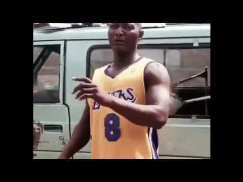 Samsonite JB Mpiana - Brique sur la pointrine Mamaaheee