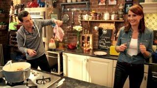 Niels Destadsbader steekt (bijna) Sofie haar keuken in brand