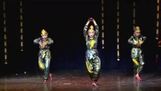 Snake Dance....Aadu paambe vilaaydu paambe