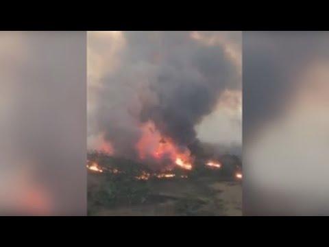 Os voraces incendios acurralan a miles de persoas en praias en Australia