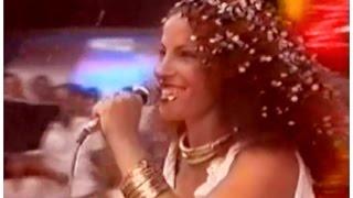 PORTELA NA AVENIDA - CLARA NUNES NO CHACRINHA - 1982
