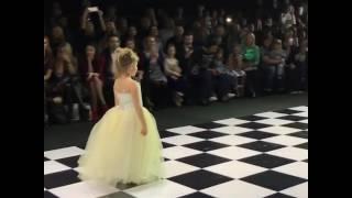 Дочь Жасмин Маргарита блистает на подиуме