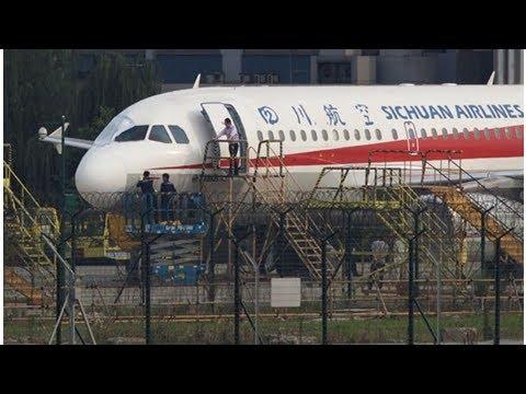 NEWS ||  UPDATE 1-Sichuan Airlines co-pilot