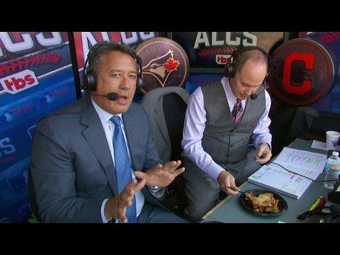 ALCS Gm2: Ernie enjoys lasagna made by Lindor