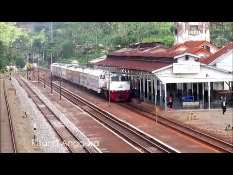 Kereta Api Kutojaya Selatan Datang dan Pergi di Stasiun Banjar