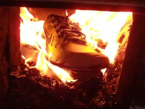 flauta Niño baños  NIKE shoes on fire! - YouTube