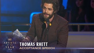 Gambar cover Thomas Rhett Prays for Kane Brown in His Heartfelt Speech | 2019 CMT Artist of the Year