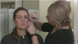 How to Apply Eye Shadow : Applying Eye Shadow Color Thumbnail