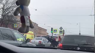 Смотреть видео 19.04.19 ДТП пр. Стачек Санкт-Петербург онлайн