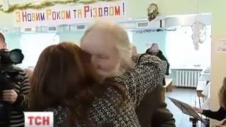 Відео   У Києві влаштували святвечір для безхатченків