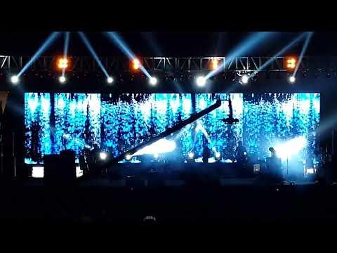 Cham Cham- Monali Thakur Live Concert