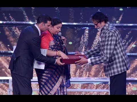 Akshay Kumar Pays Tribute To Amitabh Bachchan | IFFI Awards 2017 |