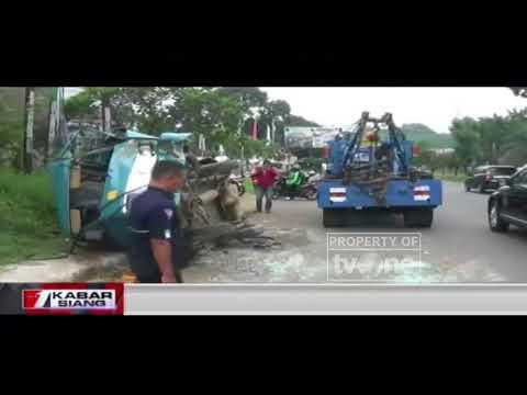 Truk Tronton Tabrak Angkot Ngetem Di Bogor Mp3