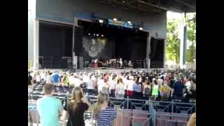 Background : Lecrae Live at Rock The Park In Carowinds!