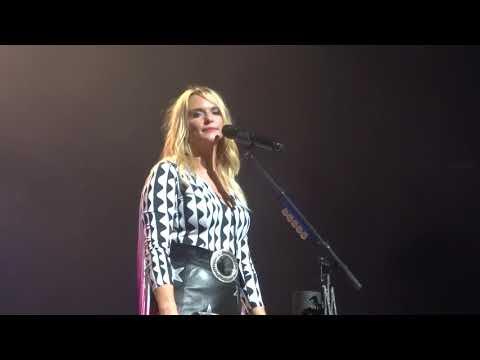 "Miranda Lambert sings ""The House That Built Me"" live on the Bandwagon Tour"