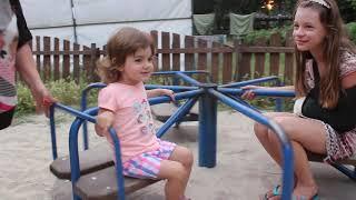 VLOG На детской площадке. Алиса познакомилась с мальчиком.