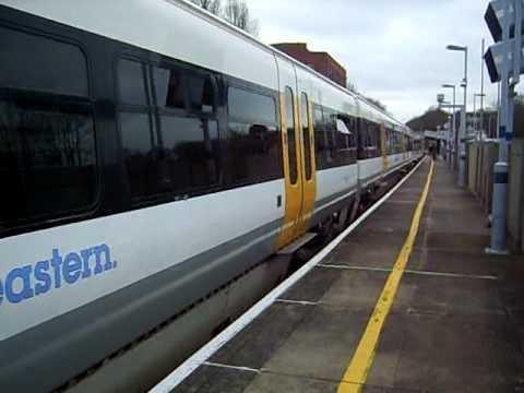 2 southeastern 465/9 units take a Charing Cross - Dartford away from Barnehurst