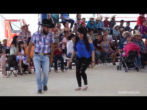 Así le zapatean los huapangos huastecos en el Aguacate (Trío Villanos de la Sierra)