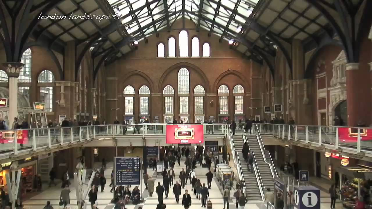 Life At The City Of London Liverpool Street Station Hd