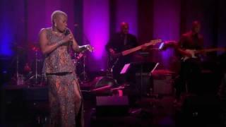 Angelique Kidjo sings Batonga Live