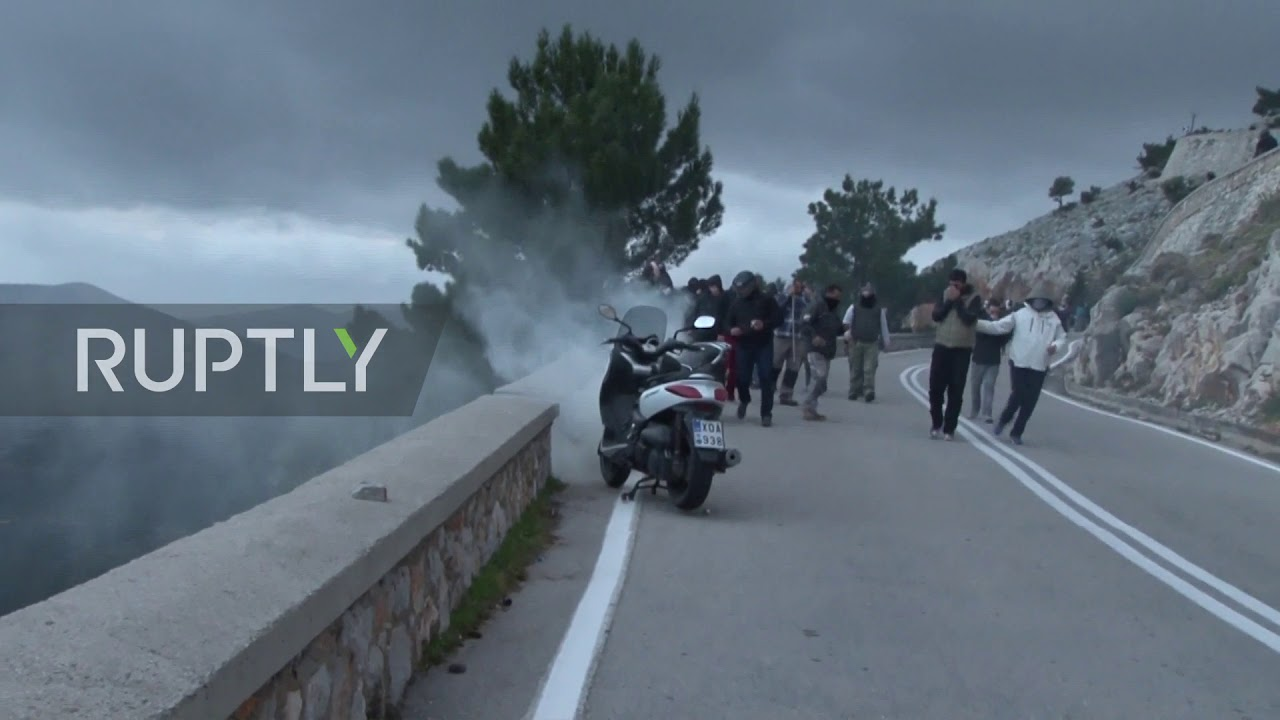 Greece: Clashes continue on Chios island at protests against new migrant camps